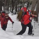 vor dem Kletterspaß der schweißtreibende Aufstieg durch tiefen Schnee
