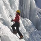Eiskletterspaß an senkrechter Wand