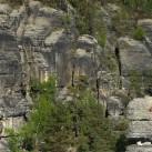 großes Begängnis an den Felsen im Rathener Gebiet