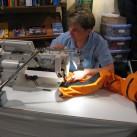 Reparaturarbeiten an hochwertiger Bekleidung