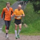 2x Jörg: Konkurrenten unter sich beim Einlaufen. Gut zu erkennen die drei Sterne auf dem Lauftrikot der LG exA