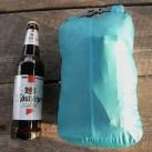Packmaß ohne Gestänge. Hier zum Vergleich neben einer 0,5 L -Milchflasche.