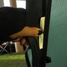 Jedes Zelt wird von einer Näherin / einem Näher in der Hilleberg-Manufaktur gefertigt: nachvollziehbar im Außenzelt