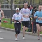 gemeinsamer Zieleinlauf: 10 km (violett), Halbmarathon (rot) und Marathon (blau)