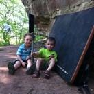 Die Kids mit der wichtigen Bürste in Nebra
