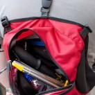 Der Distance FL passt sogar ins Deckelfach eines Rucksacks