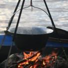 Bild 16: In Finnland über dem Feuer kochen von Katrin