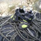 Kletterschuhe unterwegs