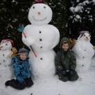 Bild 11: Drei Schneemänner und zwei Kinder von Karsten
