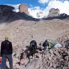 Blick auf Westseite Elbrus vom Lager 2, oben sieht man Utyug Rock
