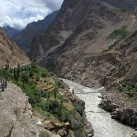 Auf dem Karakorum Highway zum Berg