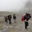...dann ging es für alle weiter zu Fuß am Berg: Aufstieg zum 2. Lager Westseite
