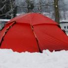 Mobile Home: Allak im Schnee auf dem ersten Zeltplatz