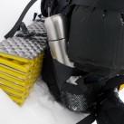 Die große Thermosflasche gehört bei einer Wintertour unbedingt ins Gepäck!