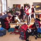 Packchaos im 'Wohnzimmer' bei Hilleberg: alle Testsachen wurden verteilt und jeder begann, seinen Specialist zu packen...