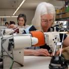 Fleißige, erfahrene Hände sind ein Garant für die Qualität der Jacken und Pullover (copyright - Mufflon)