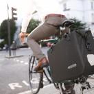 Klassische Optik, große Wirkung: Auch im Office-Bag ist reflektierendes Garn verarbeitet