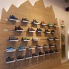 Am neuen Fels haben die Sandalen und Halbschuhe für Herren ihren Platz