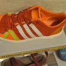 Adidas- fühlt sich wohl zwischen all den Barfußschuhen
