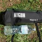 WickiUp 3 im Größenvergleich: Packmaß zu Wasserflasche