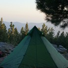 UL-Tipi im Nadelwald auf ~2000 Metern Höhe