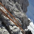 Lange Leitern auf dem Weg hinauf - manchmal auch überhängend und viel Armpower erfordernd