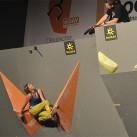 Rahmenprogramm auf der Outdoor: Die einen ruhen sich im Boulderfinale aus...
