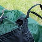 Da das Footprint als Boden-Ersatz dient, wird es angeknotet und bleibt dauerhaft am Zelt.