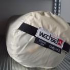 Der mitgelieferte Packsack eignet sich zur Lagerung eines Zeltes. Darin ist es vor Feuchtigkeit und UV-Strahlung geschützt.