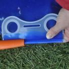 ... und den Kunststoffverschluss überschieben. Eine simple Mechanik, die zuverlässig dicht hält!