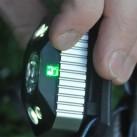 Stirnlampe Black Diamond Icon - Batteriestandsanzeige in den Ampelfarben, leuchtet kurzzeitig beim Einschalten der Lampe auf