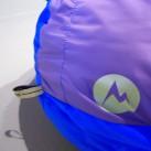 Viele Schlafsäcke haben Schlaufen, um sie daran aufzuhängen (nur zur Lagerung! Trockung erfolgt liegend)