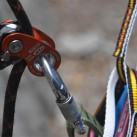 Seilrolle RollNLock mit Rücklaufsperre von Climbing Technology: Seilrolle und Steigklemme in Einem
