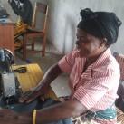 Hilfe zur Selbsthilfe: In der Nähwerkstatt können die Menschen ein Handwerk erlernen...