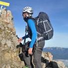 Im Karwendel im Klettersteig: Mit einem Longshirt von Ortovox und Weste perfekt angezogen für einen sonnigen, aber auch windigen Tag im Auf und Ab des Klettersteiges