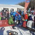 Miriquidi 2015: Skier-Präparierung in der Sonne beim Quatschen und warten auf den Wechsel