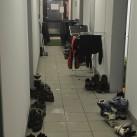 Miriquidi 2015: Wer sich hinlegen wollte, konnte dies in den leeren Büros der alten Zollgrenzanlage tun - dort war es auch warm genug zum Sachen trocknen