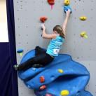 Sächsischer Kinder- und Jugendcup im Bouldern: Paula auf dem Weg nach oben