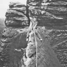 Historische Aufnahme: Klettern im Elbsandstein