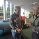 Auf eine weitere gute Zusammenarbeit: Reiner Kanzewitsch, der Gründer und Inhaber von Rejka, zu Besuch im tapir