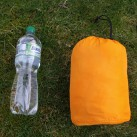 Therm-A-Rest Evolite: Größenvergleich mit einer 1L Flasche