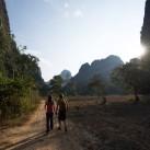 Zurück ins Camp. Das Bier wartet (Thakhek, Laos, www.jonbutters.com).