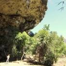 """Bastian sichert mich in """"Small World"""" (7c – Thakhek, Laos). Ein unglaubliches Dach!"""