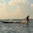 Ein traditioneller Fischer am Inle-See (Myanmar).