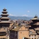 Schönes Bhaktapur mit Blick auf den Langtang / Himalaya