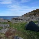 Die Strandbuchten auf den Lofoten laden auch regelrecht dazu ein, das Enan mit Blick aufs Wasser aufzustellen.