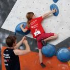 Bouldern Landesjugendspiele: Helfende Hände beim Spotten