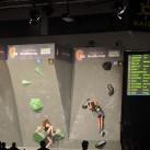 Outdoor 2015: Wie immer im Rahmen der Outdoor - die letzte Station des Deutschen Bouldercups, bei dem doch einige Frauen wie hier im Halbfinale schwer an den Boulderproblemen zu knacken hatten.