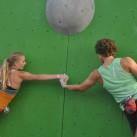 Das Boulderproblem des Tages: beim Paarbouldern nie den Kontakt verlieren