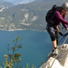 mit leichtem Gepäck unterwegs in der Ferrata Fausto Susatti am Gardasee